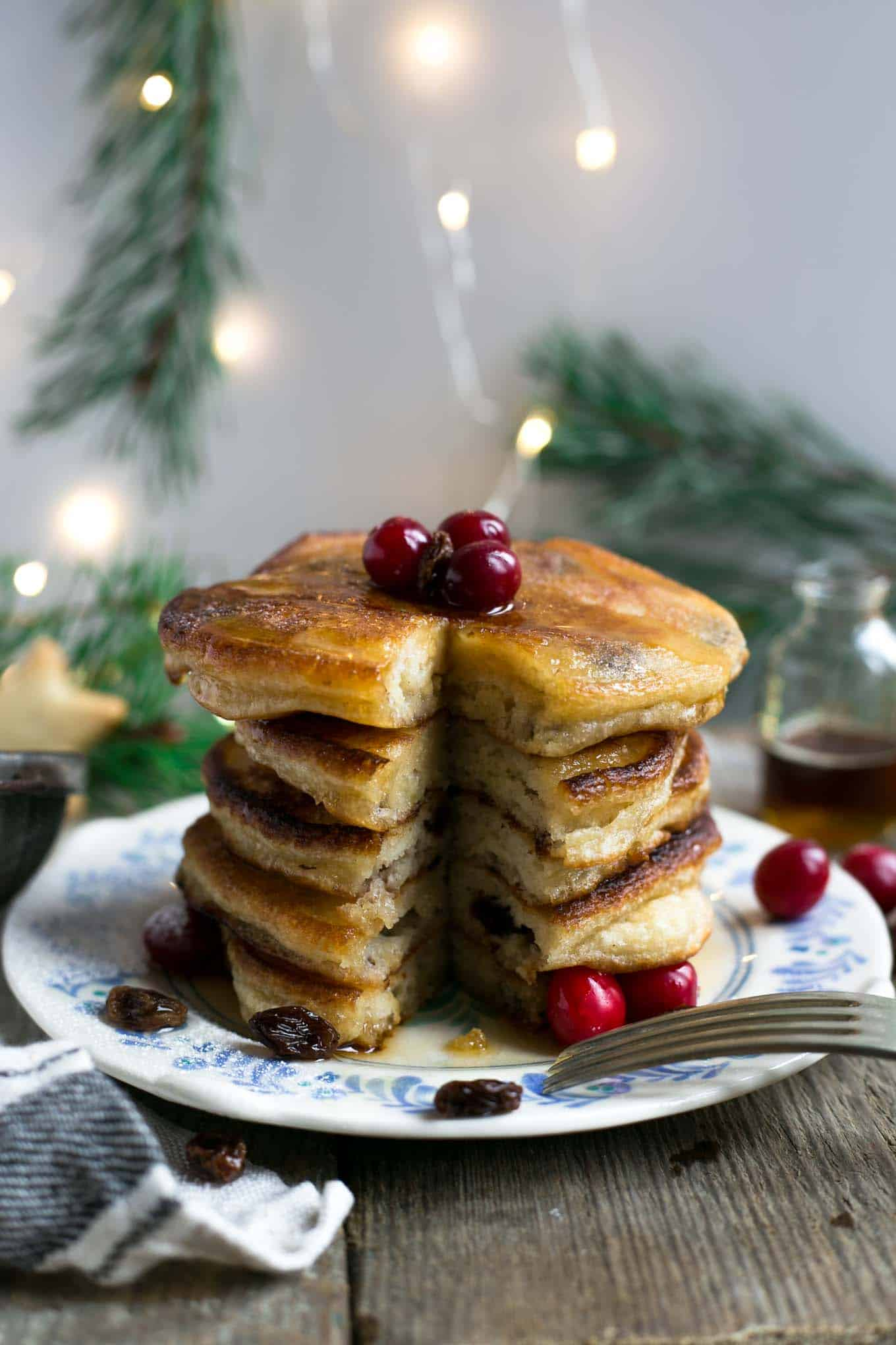 The fluffiest pancakes stuffed with boozy raisins soaked in dark rum! Ultimate #Christmas breakfast or brunch! #vegan #pancakes | via @annabanana.co