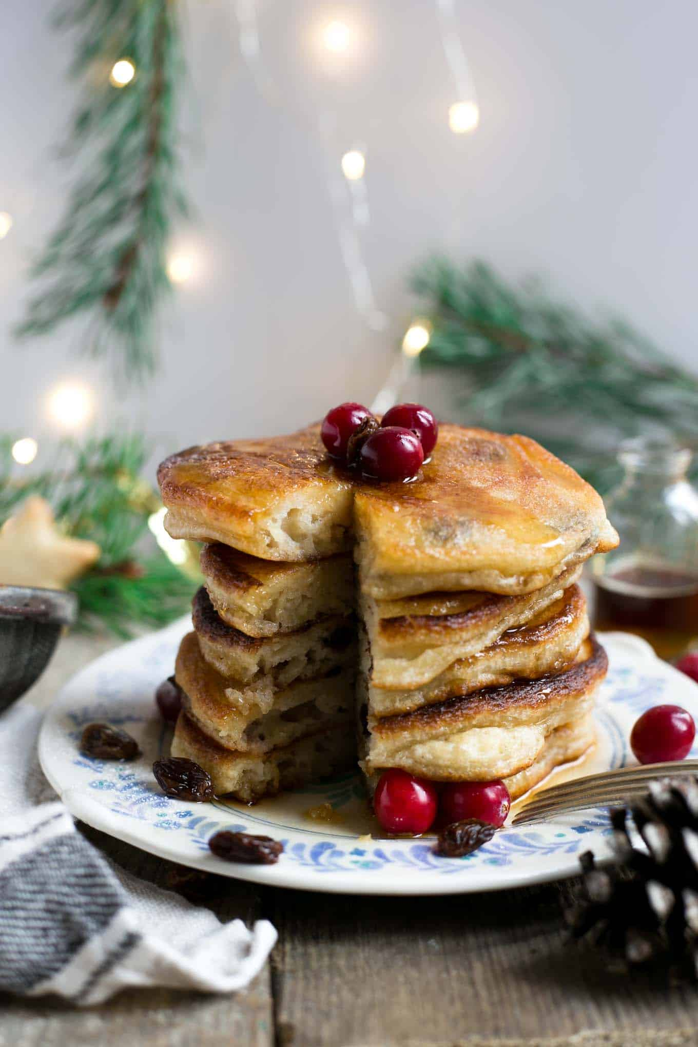 Rum & raisin pancakes, super fluffy and soft, perfect for #Christmas breakfast! #vegan #dairyfree #pancakes | via @annabanana.co