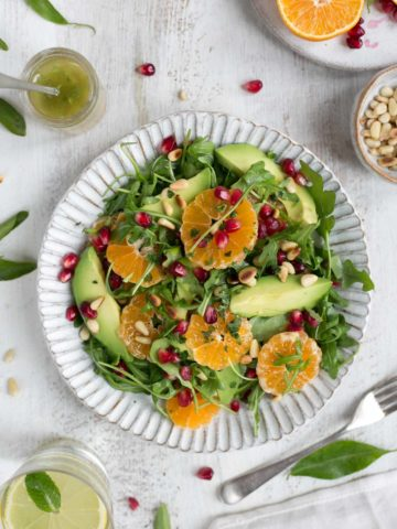 Super-clean avocado and clementine salad with juicy pomegranate #vegan #dairyfree #healthy | via @annabanana.co