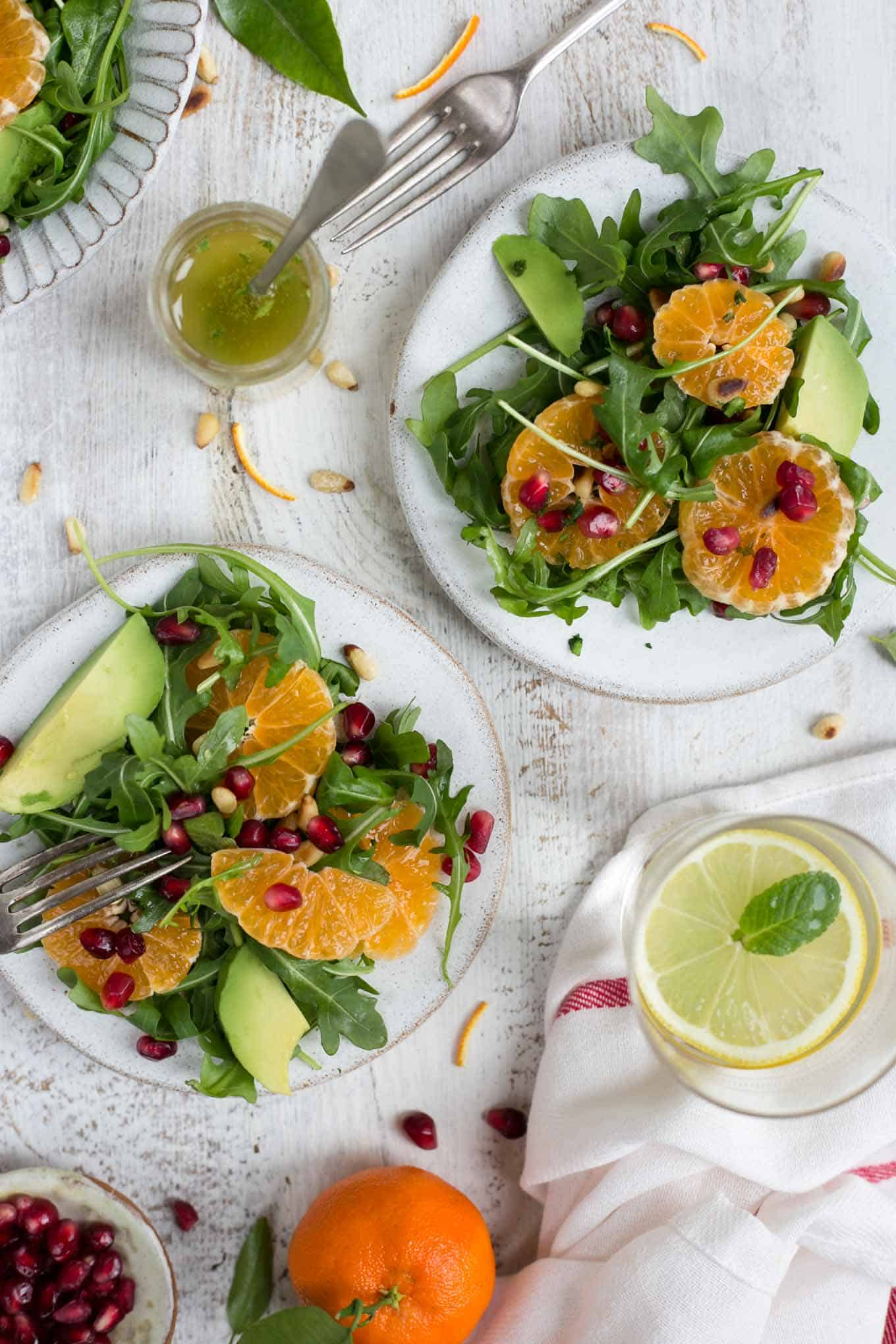 Easy and super- clean clementine salad with avocado and pomegranate #vegan #dairyfree #salad #healthy | via @annabanana.co