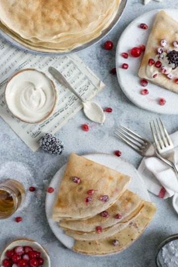 Delicate and delicious french crepes with creamy cashew filling #vegan #crepes #breakfast | via @annabanana.co