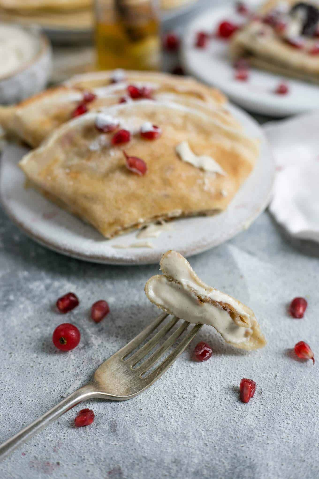 Super tasty, easy and delicious vegan french crepes! Only handful of ingredients, perfect breakfast or dessert! #vegan #breakfast #crepes | via @annabanana.co