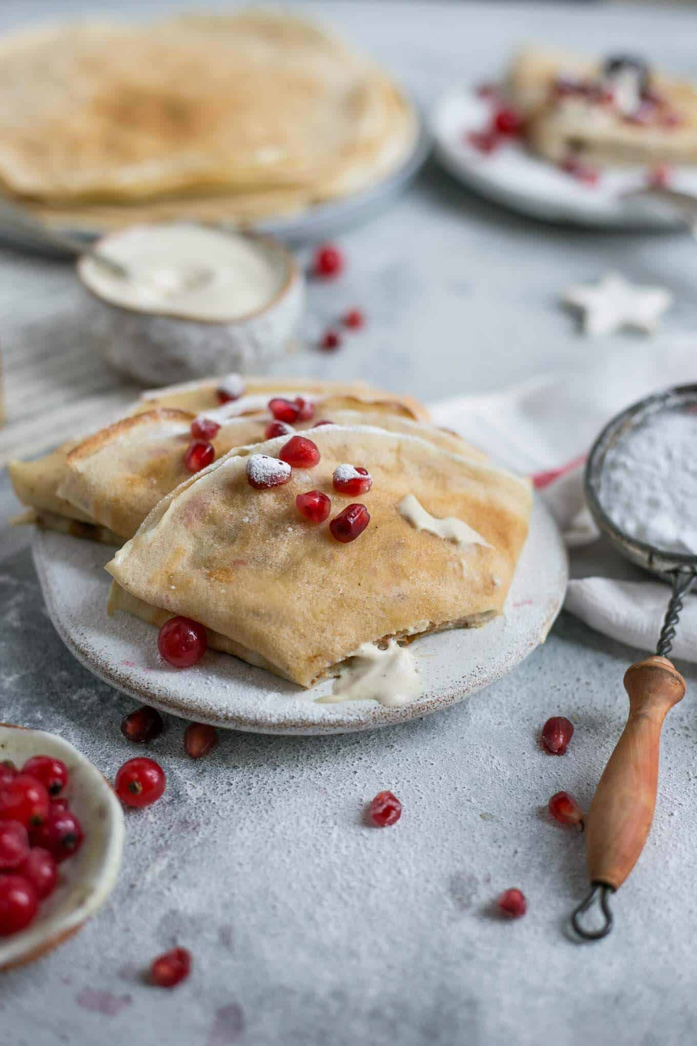 Delicious vegan french crepes, filled with vanilla cashew cream #vegan #crepes #brunch | via @annabanana.co