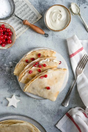 Delicious and delicate french crepes, ideal for breakfast or as a dessert #vegan #crepes #plantbased | via @annabanana.co