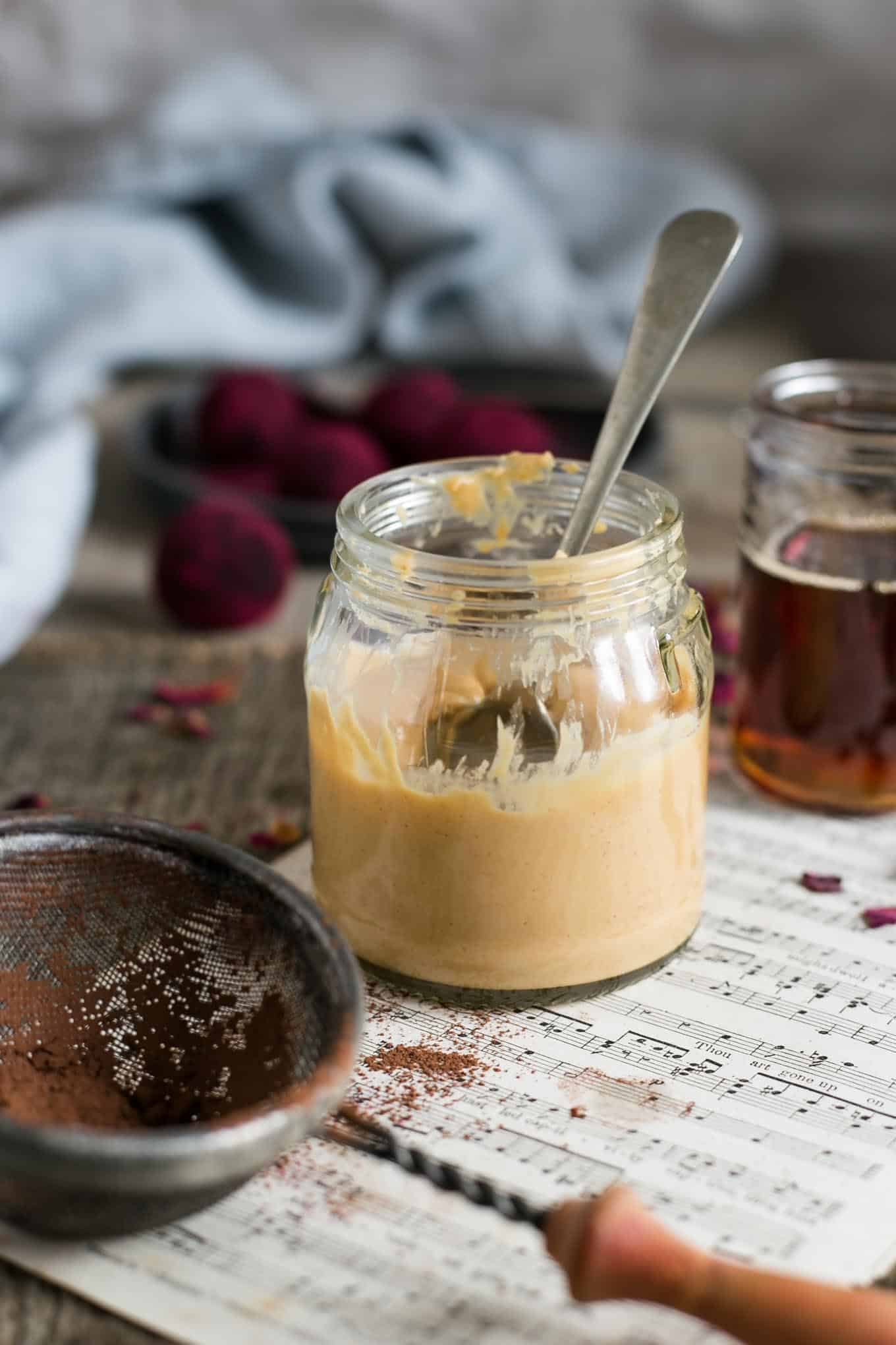 Chocolate and peanut butter truffles recipe #vegan #healthysnack #truffles   via @annabanana.co