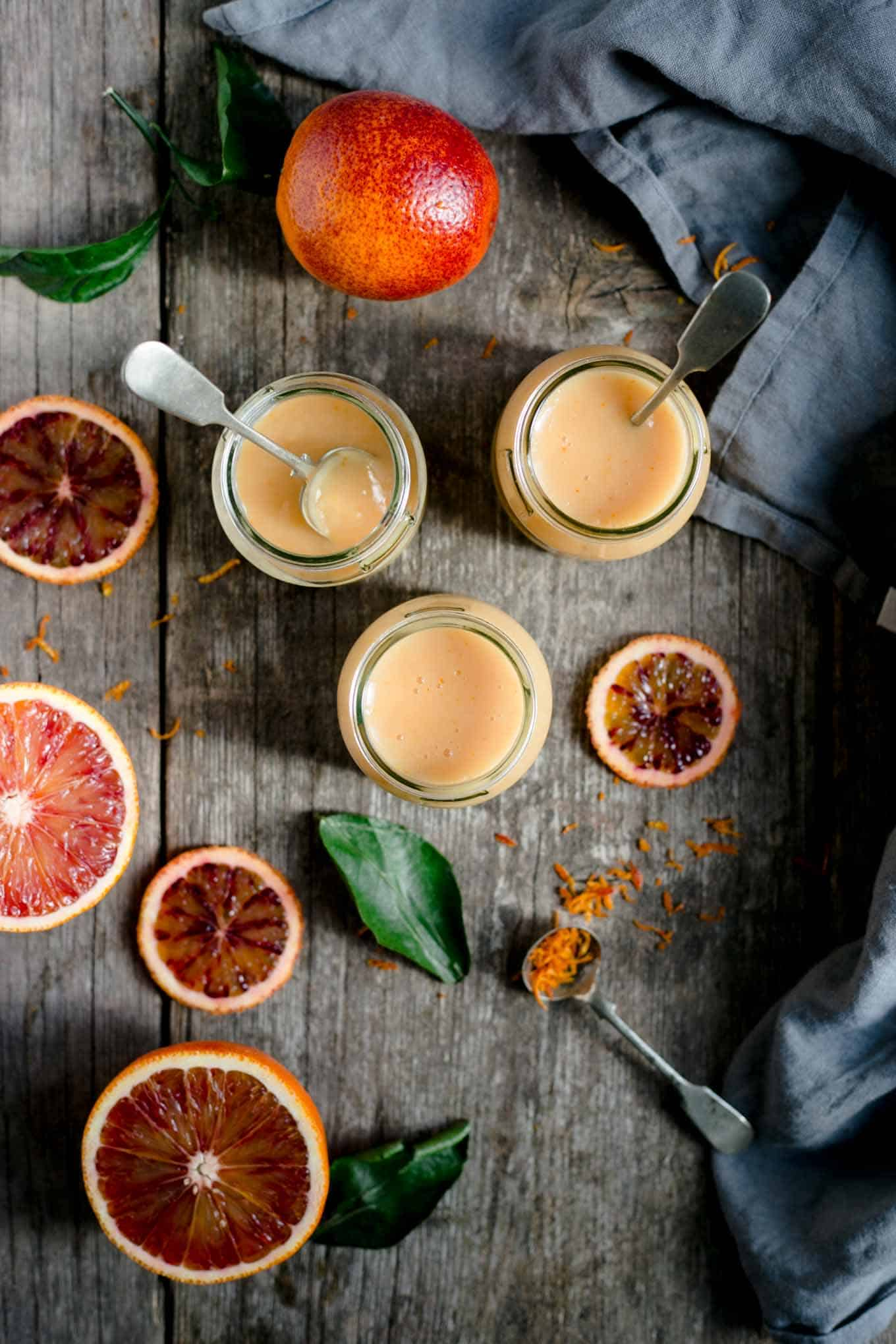 Super quick and easy vegan blood orange curd recipe #vegan #curd #dairyfree | via @annabanana.co