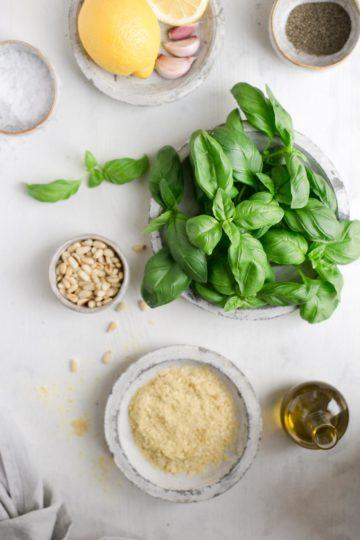 5-minute easy vegan pesto recipe #veganrecipe #pesto #dairyfree | via @annabanana.co