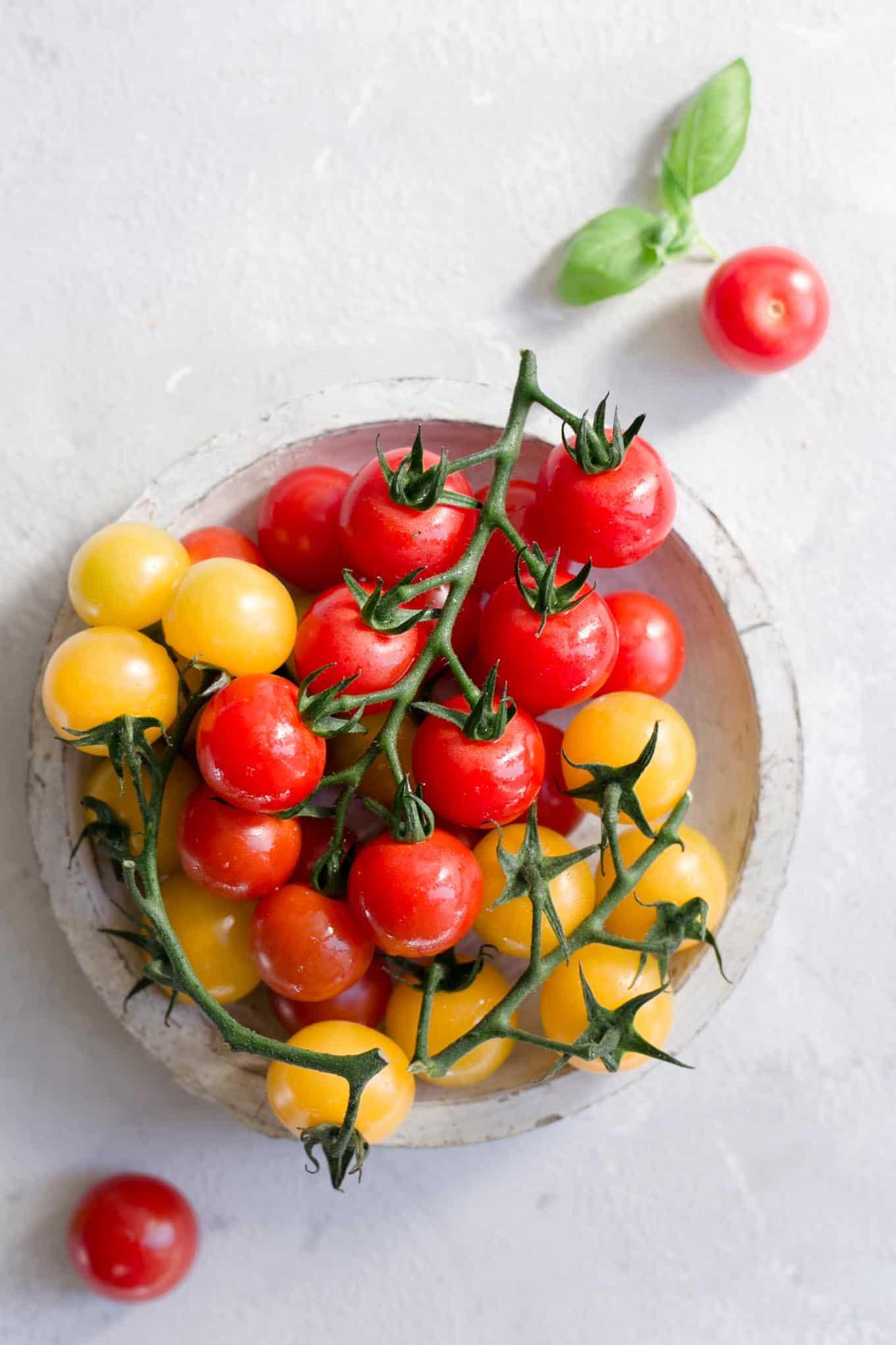 Super quick and easy pesto pasta with cherry tomatoes #vegan #healthyrecipe #veganfood | via @annabanana.co