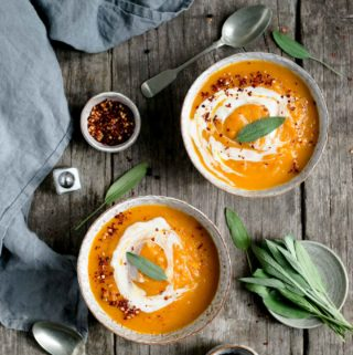 Healthy and delicious spicy butternut squash soup #vegan #glutenfree #soup | via @annabanana.co
