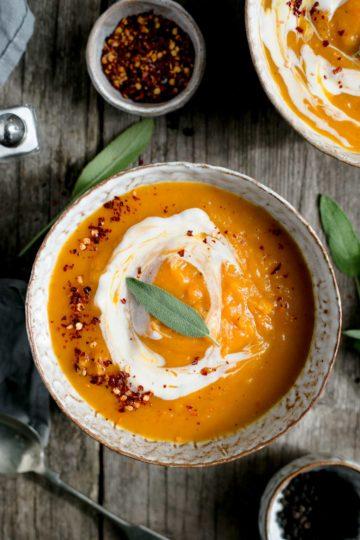 Butternut squash soup recipe #vegan #soup #healthy | via @annabanana.co