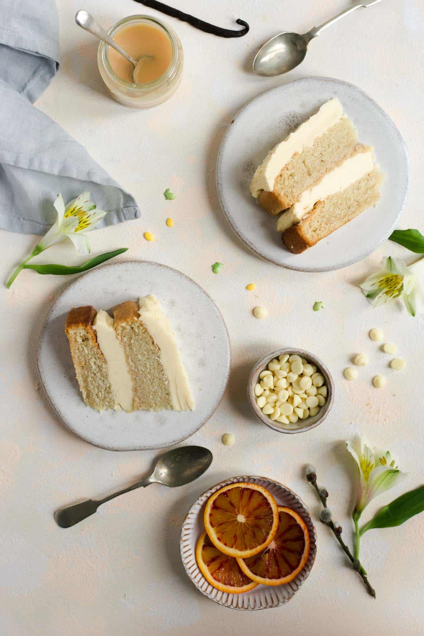 Delicious vegan white chocolate cake with blood orange curd #vegan #cake #dairyfreecake | via @annabanana.co