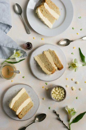 Delicious and indulgent white chocolate cake with blood orange curd #vegan #foodphotography #cake #dairyfree | via @annabanana.co