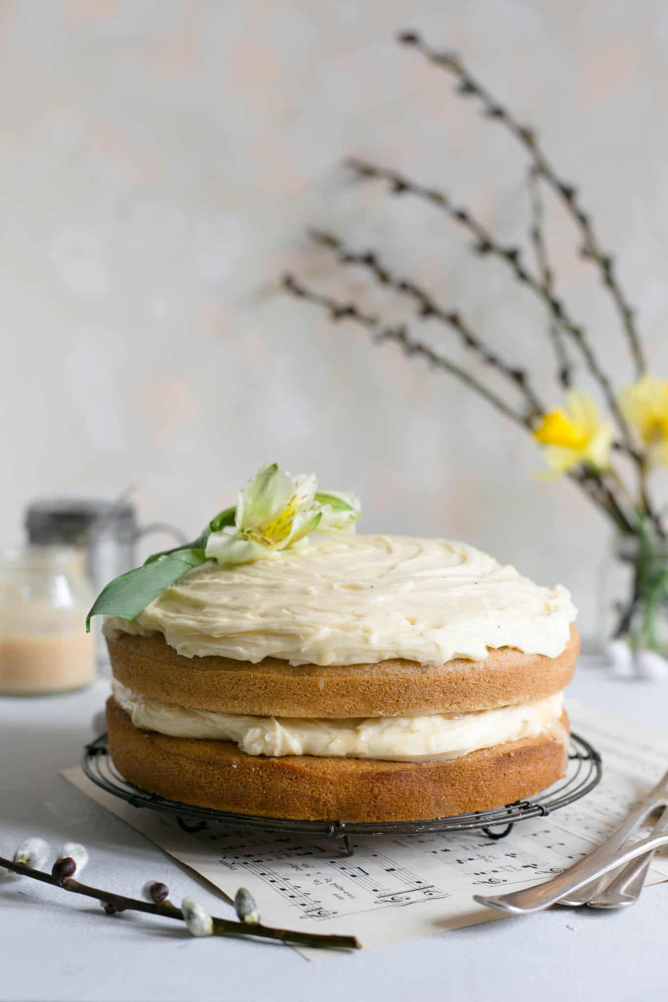 White chocolate and blood orange curd vegan cake, perfect for any occasion! #dairyfree #cake #vegan #foodphotography | via @annabanana.co