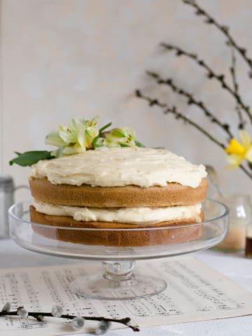 Stunning vegan white chocolate cake with blood orange curd #dairyfree #vegan #cake | via @annabanana.co