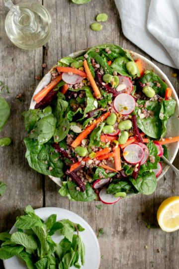 Super clean spinach and beetroot salad with bulgur wheat #saladrecipe #vegansalad #dairyfree | via @annabanana.co