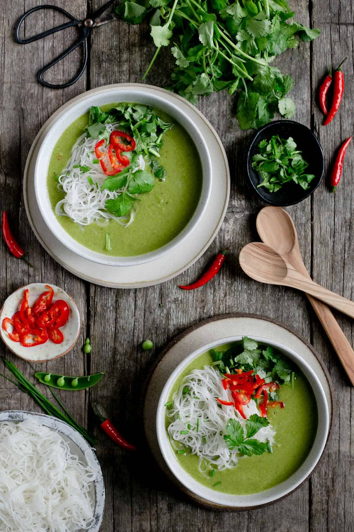 Super easy, full of flavour Thai style pea and apple soup #souprecipe #healthyrecipe | via @annabanana.co
