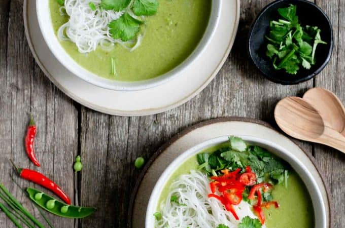 #Vegan Thai Style Pea and Apple Soup, made with only 7 ingredients, ready in less than 30 minutes! #veganrecipe #dairyfree | via @annabanana.co