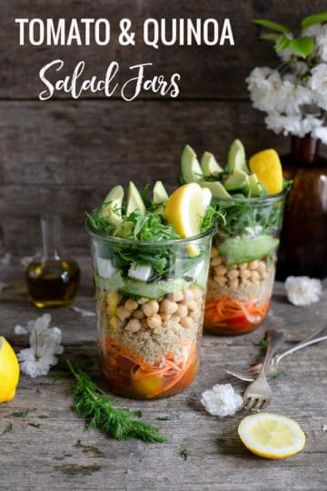 Delicious and fun recipe for tomato and quinoa salad jars! These are great for a healthy meal prep, ideal for work lunch or a picnic in the park! Ready in just 30 minutes! #veganrecipes #saladjar #mealprep #healthyrecipe | via @annabanana.co