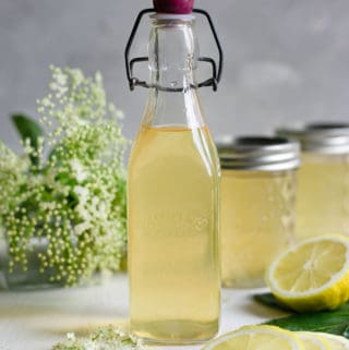 Classic elderflower cordial recipe. Refreshing and fragrant cordial, ideal for all of your summer drinks! #elderflower #homemade #drinkrecipe | via @annabanana.co