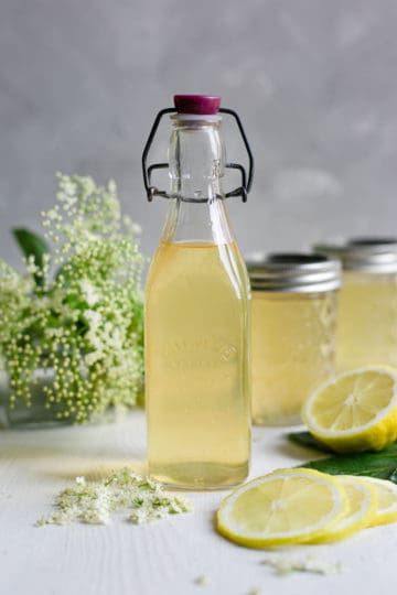 Classic elderflower cordial recipe. Refreshing and fragrant cordial, ideal for all of your summer drinks! #elderflower #homemade #drinkrecipe | via @annabanana.co