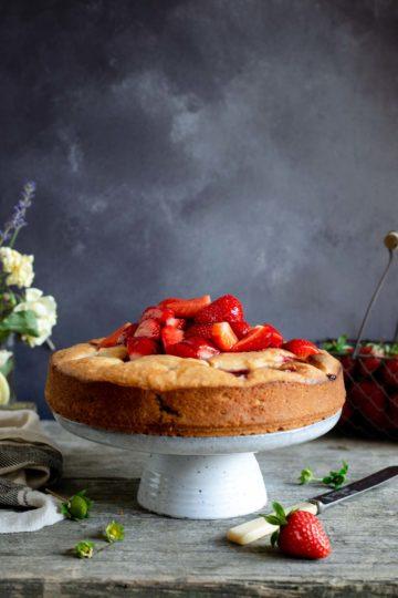 Light and moist fresh strawberry cake