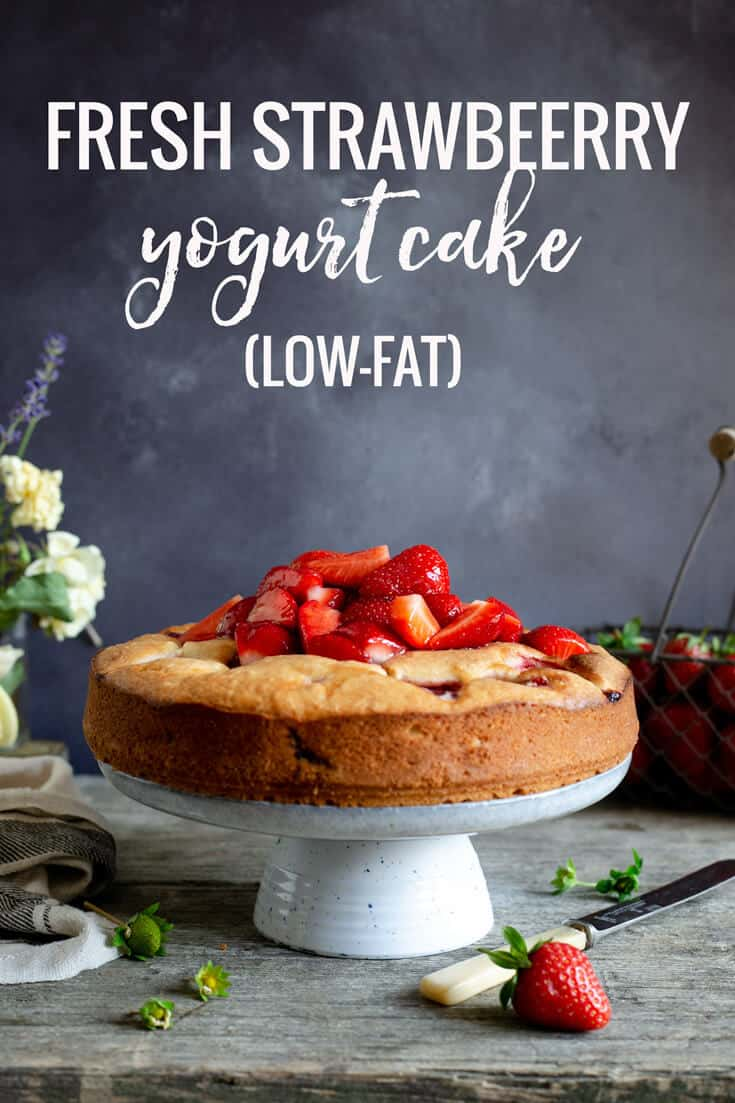 Fresh strawberry yogurt cake. This is a very light and airy, low-fat sponge cake loaded with sweet and juicy berries.! #yogurtcake #lowfatcake #strawberrycake | via @annabanana.co