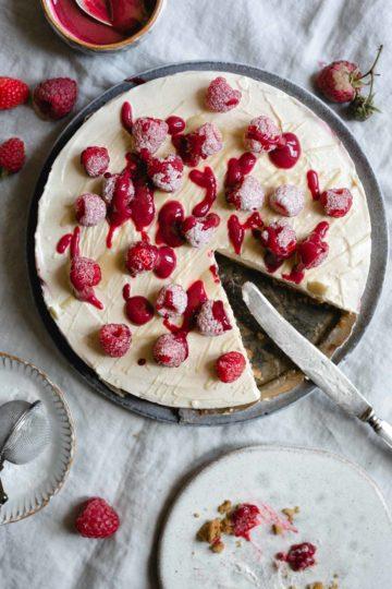 Classic no-bake raspberry and white chocolate cheesecake. Always a crowd pleaser! #cheesecake #raspberries #nobakedessert #easyrecipe   via @annabanana.co