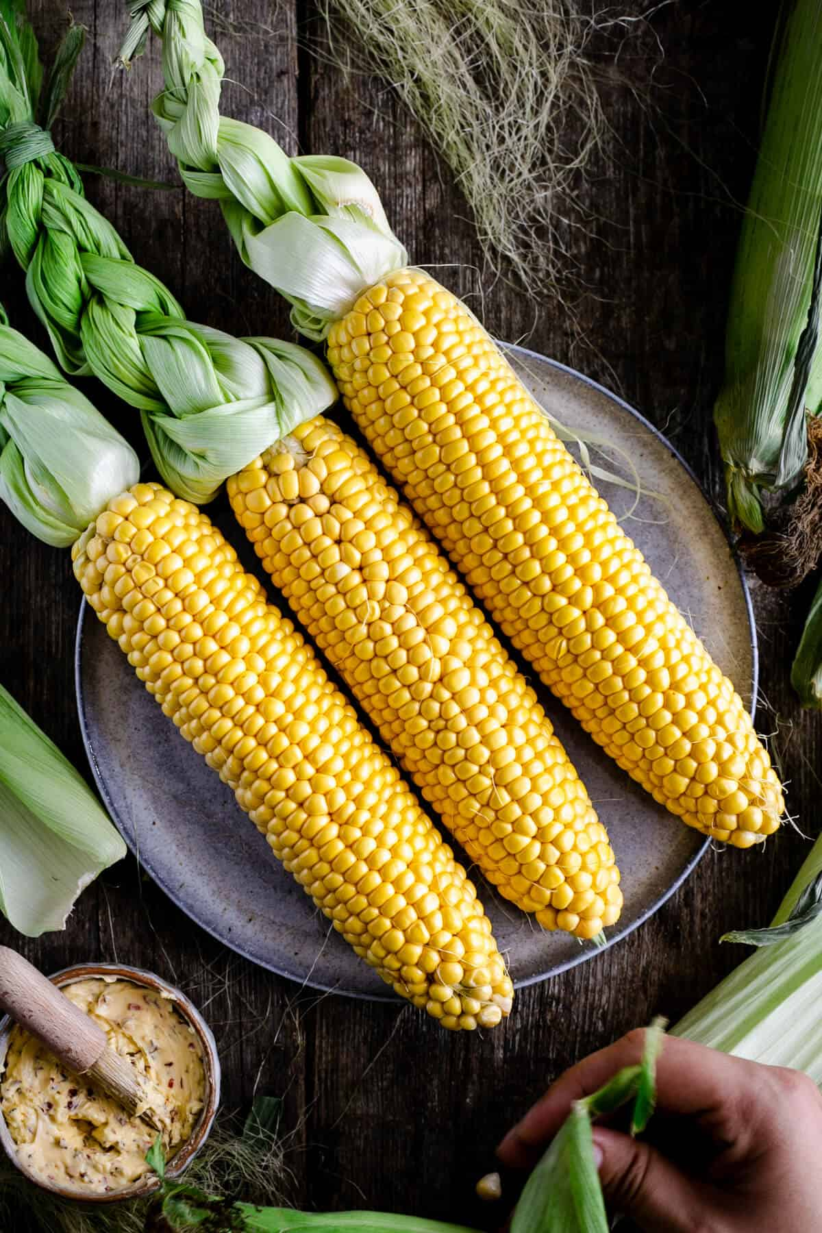 Three fresh cobs of corn on the plate