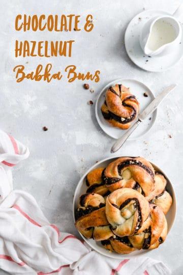 Soft and fluffy chocolate hazelnut babka buns recipe! Traditional babka dough is used to make these little tasty buns filled with dark chocolate and crunchy hazelnuts! #babka #chocolate #chocolatebuns #vegetarianrecipe #baking | via @annabanana.co
