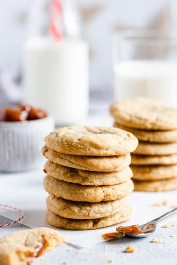 side close up of a stack of 6 cookies